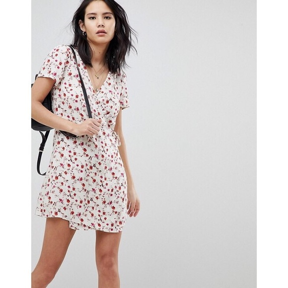 Tobi Dresses & Skirts - 🆕 Kiss From A Rose Floral Print Wrap Dress